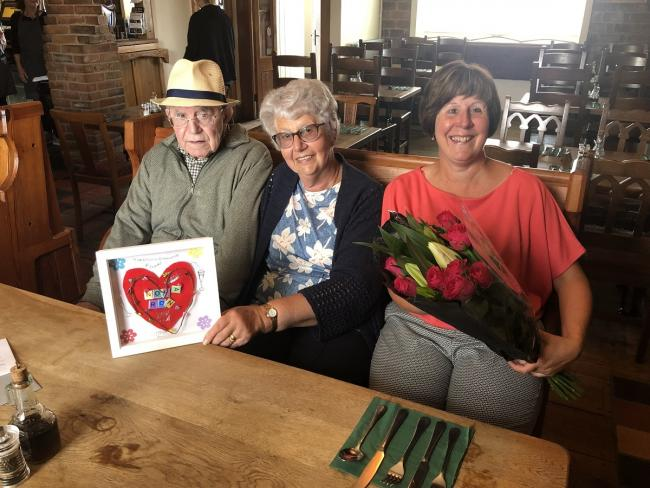 Ronald and Nola Whitbread celebrate their 60th wedding anniversairy with daughter Vivian and Llys Newydd residents at The King's Head in Capel Hendre