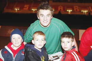 Jonathan Davies poses with young Scarlets fans