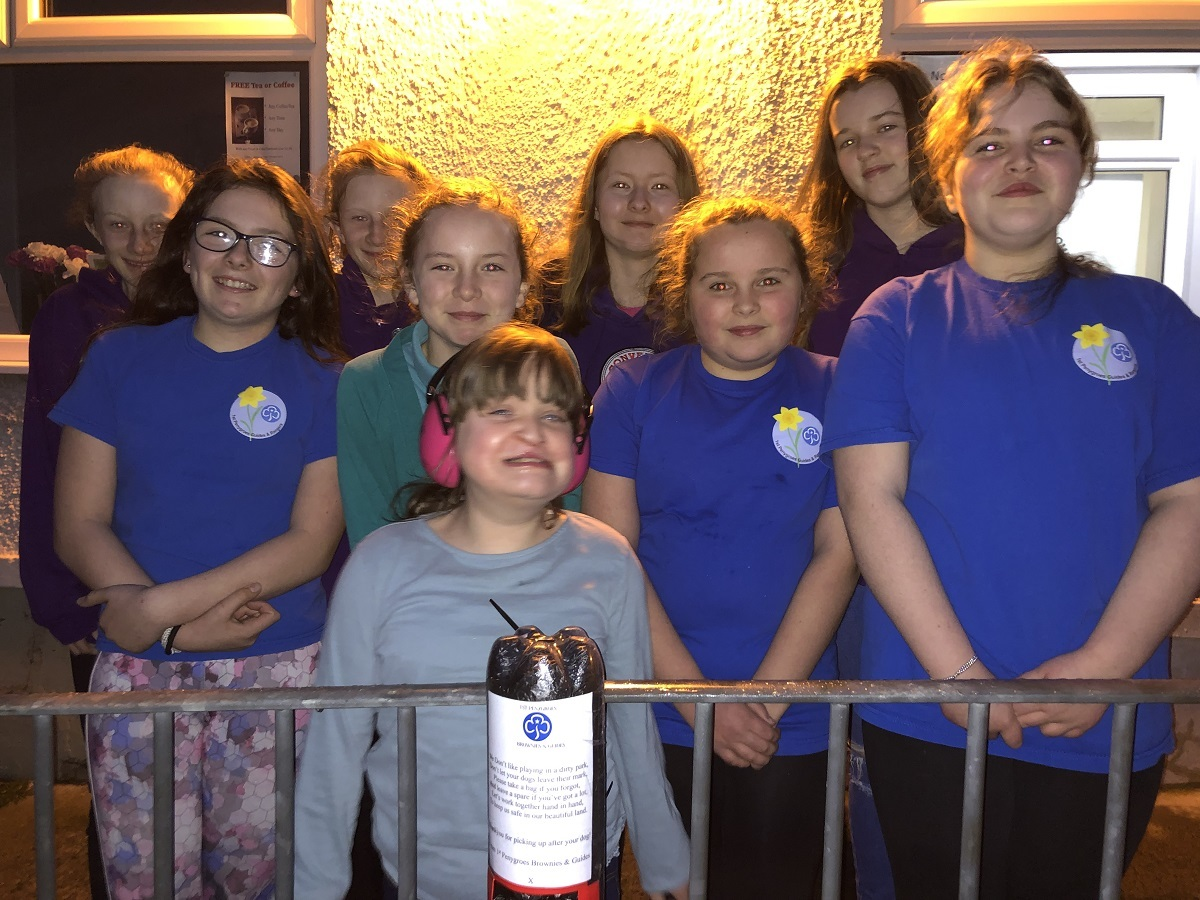 1st Penygroes Brownies and Guides get creative to get rid of dog mess